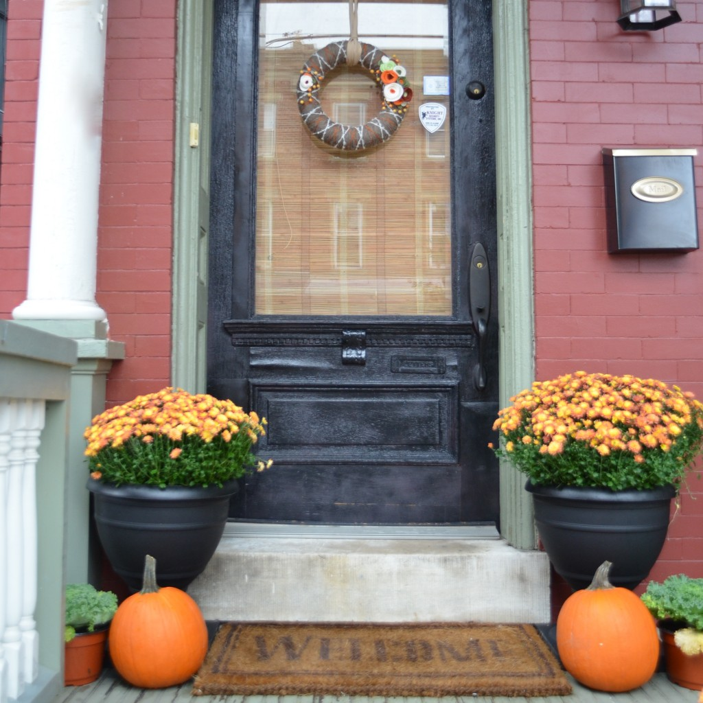 fall front door decor fall ideas home stories a to z. Black Bedroom Furniture Sets. Home Design Ideas
