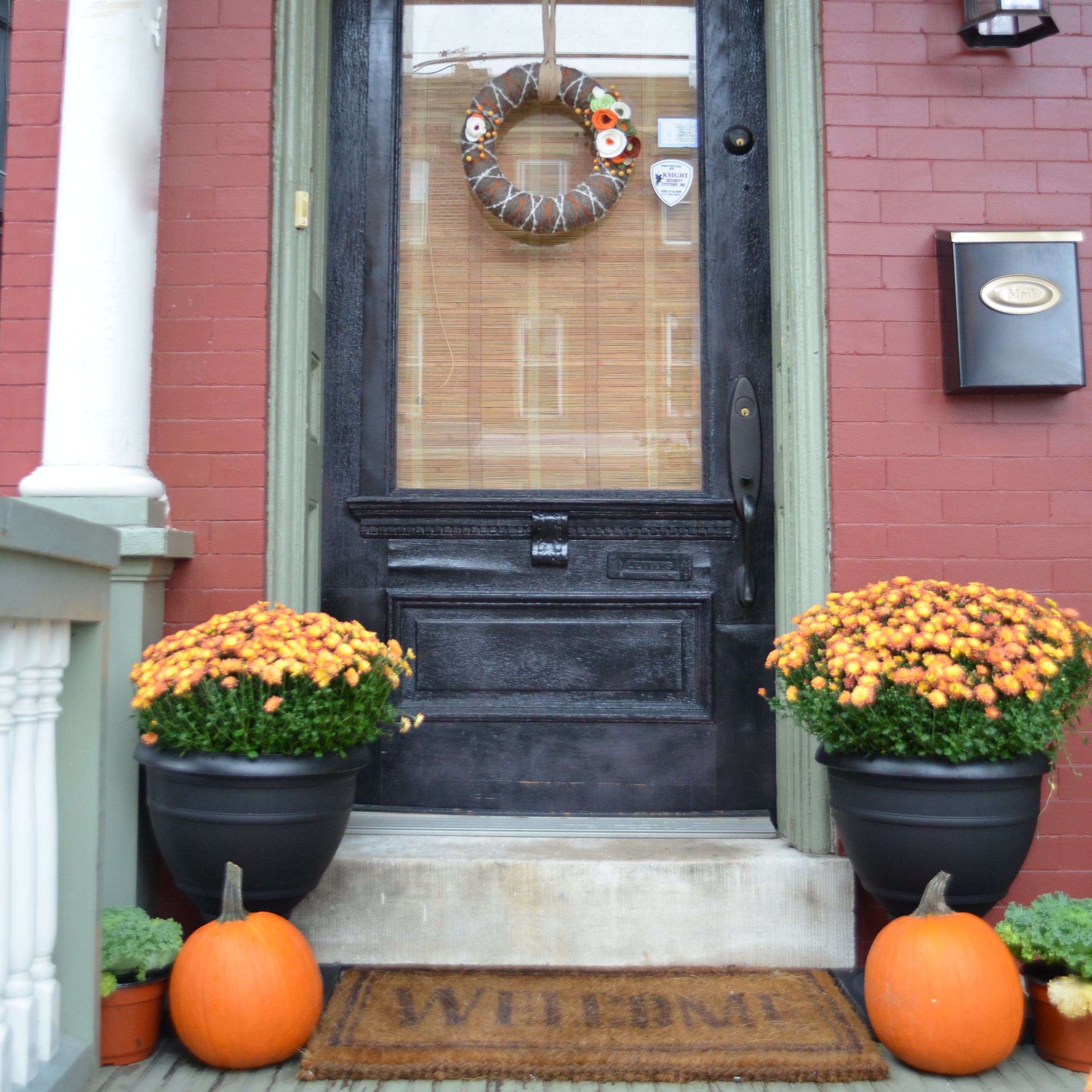 Front Porch Decorating: 22 Fall Front Porch Ideas {veranda}