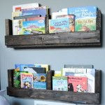How to Make a Pallet Shelf {diy shelf}