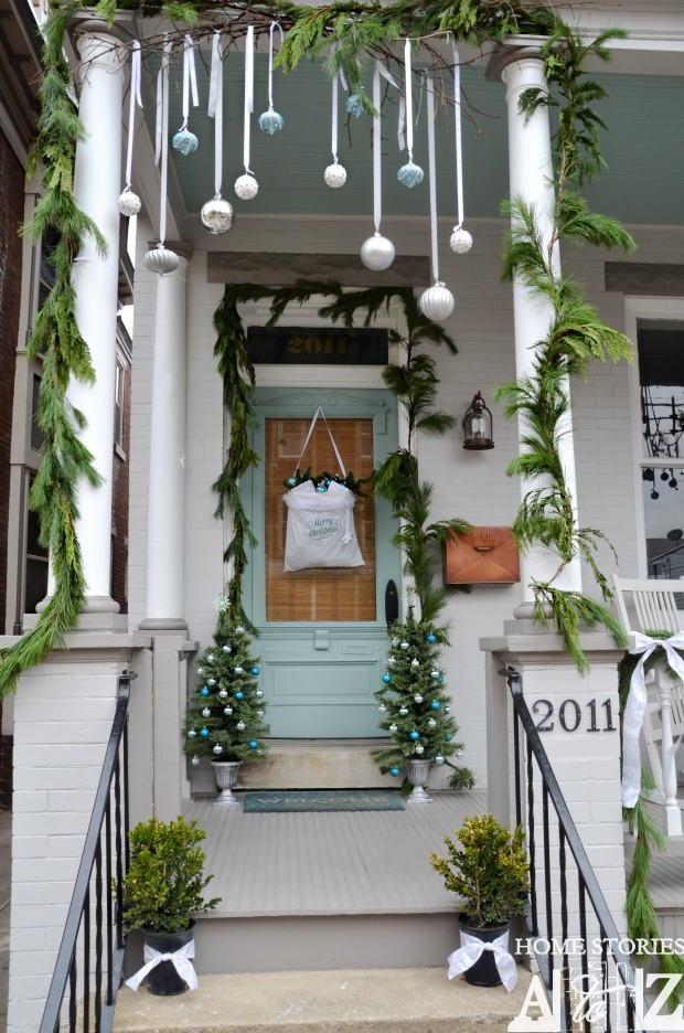 Christmas porch home stories a to z for Easy front porch christmas decorations