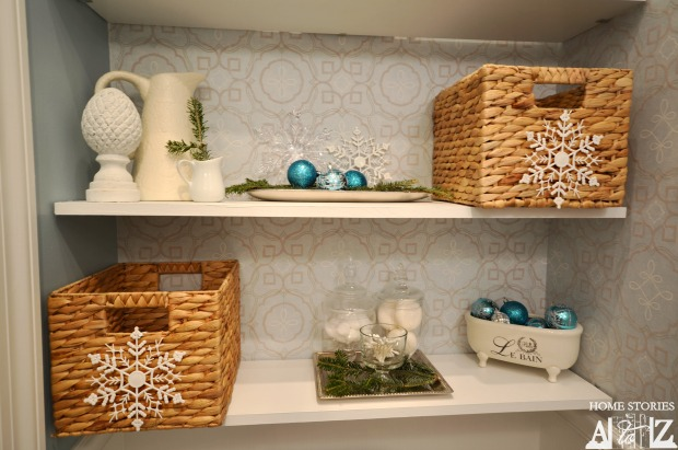 christmas bathroom shelves
