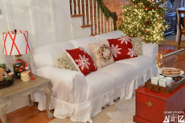 christmas red white living room
