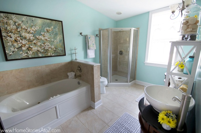 Master bathroom in Watery color