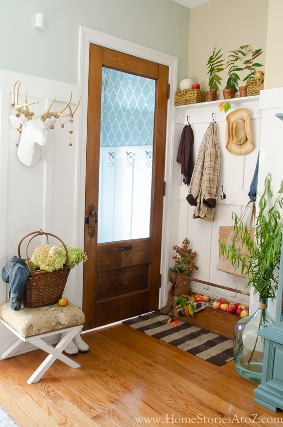 Decorating mudroom entryway for fall