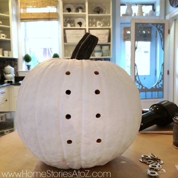 Paint pumpkin with white chalk paint