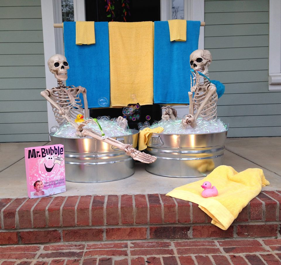 Ideas: Halloween House Decorating Ideas: The Baxter Skeletons