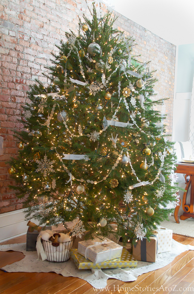 silver and gold Christmas tree_