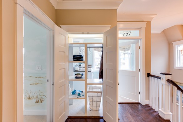 Great idea for two-way laundry closet