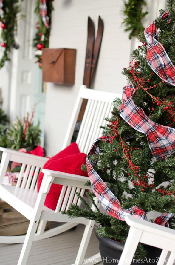 Christmas porch decorating idea plaid