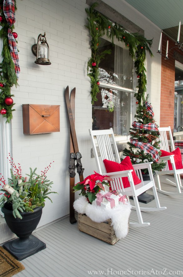 Traditional Christmas porch decorating idea