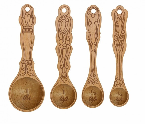 wood measuring spoons