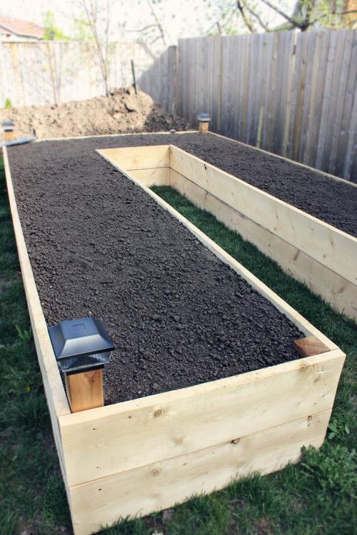 DIY U-shaped Raised Garden Bed Tutorial