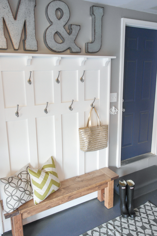 16 brilliant diy garage organization ideas for Garage mudroom