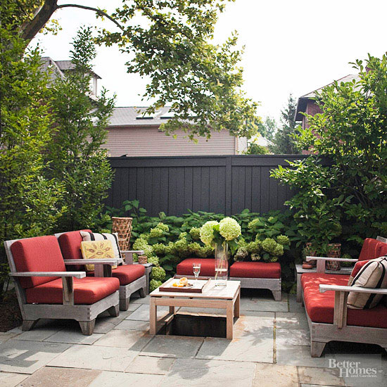 20 amazing backyard living outdoor spaces for Small patio furniture for small spaces
