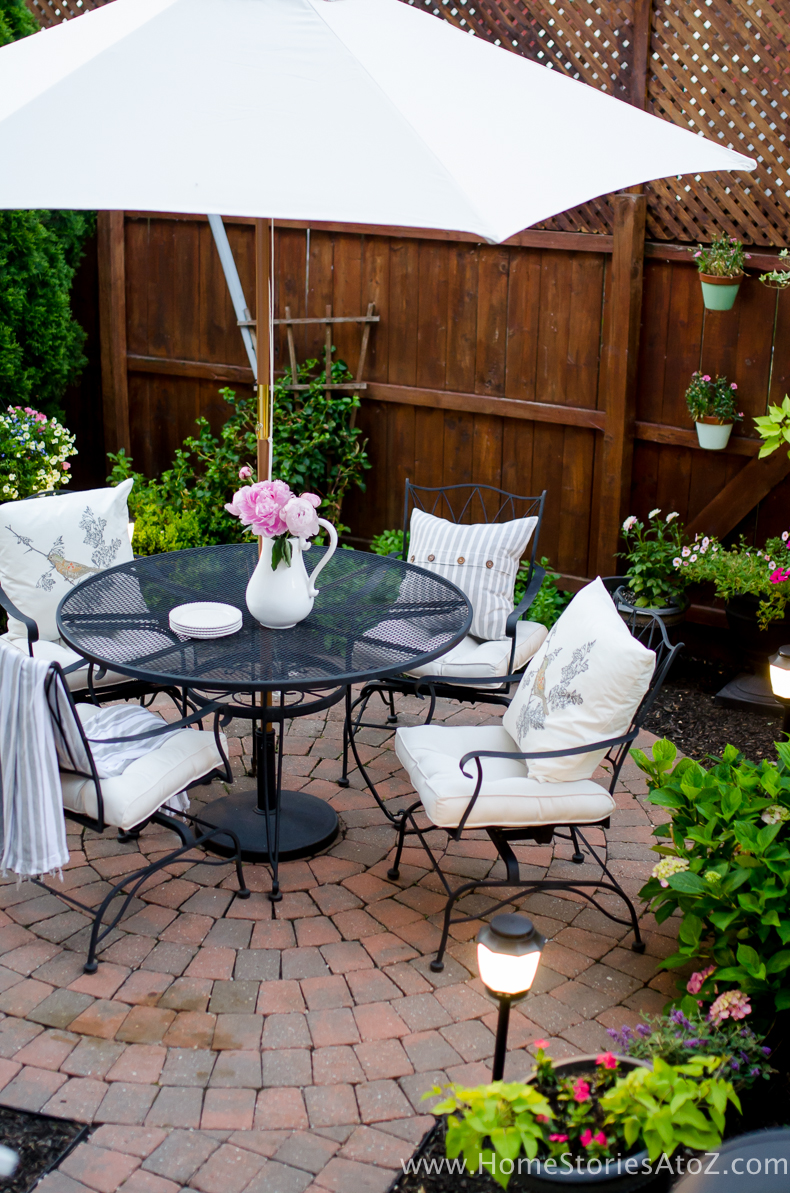 Urban Picnic Small Backyard Entertaining Tips-15