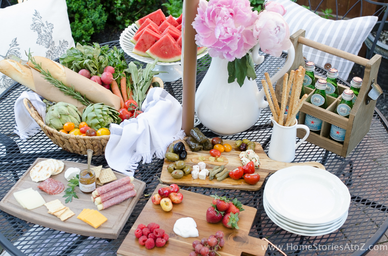Urban Picnic Small Backyard Entertaining Tips-3