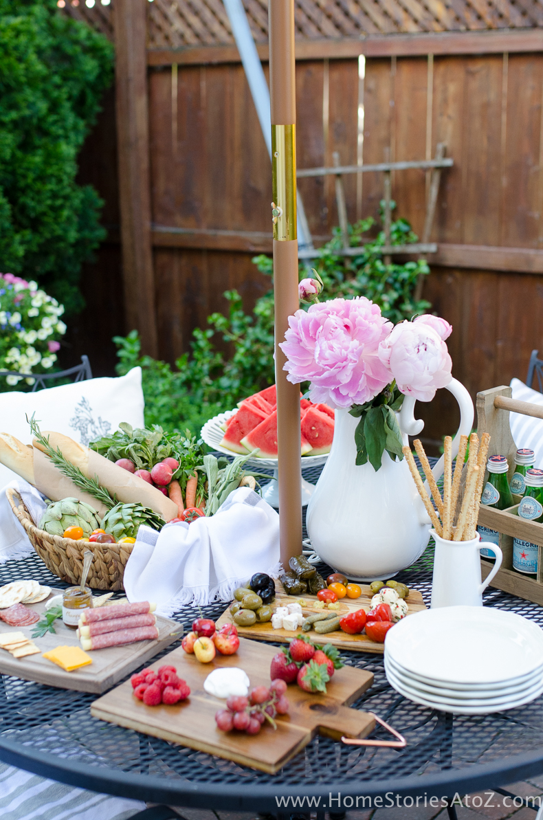 Urban Picnic Small Backyard Entertaining Tips-4