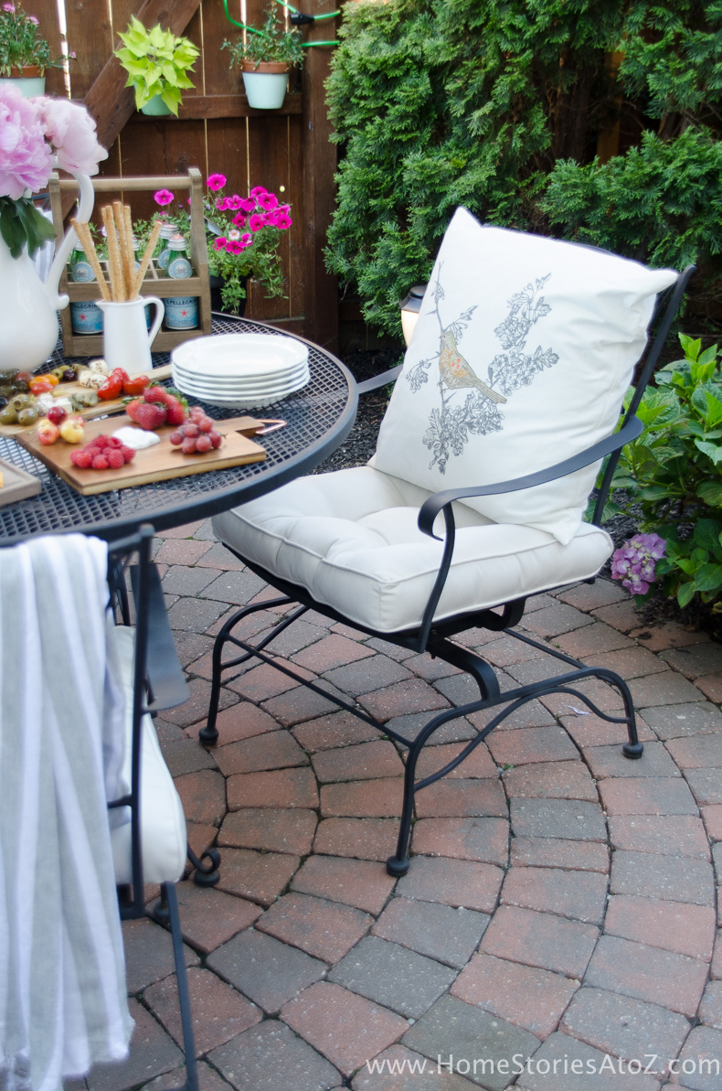 Urban Picnic Small Backyard Entertaining Tips-6