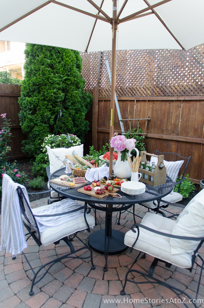 Urban Picnic Small Backyard Entertaining Tips-9