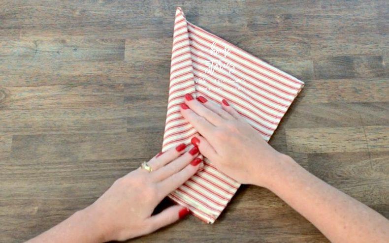 tie napkin tutorial 5