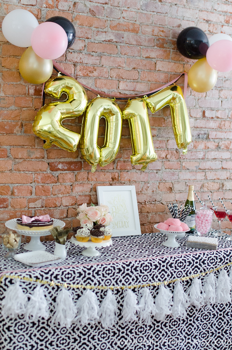 5 easy new year s eve party ideas for Simple party decorations at home