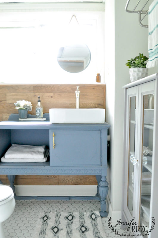 small-guest-bathroom-renovation-vanity