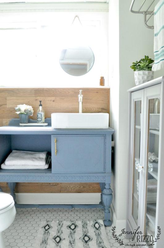 small-guest-bathroom-renovation-vanity