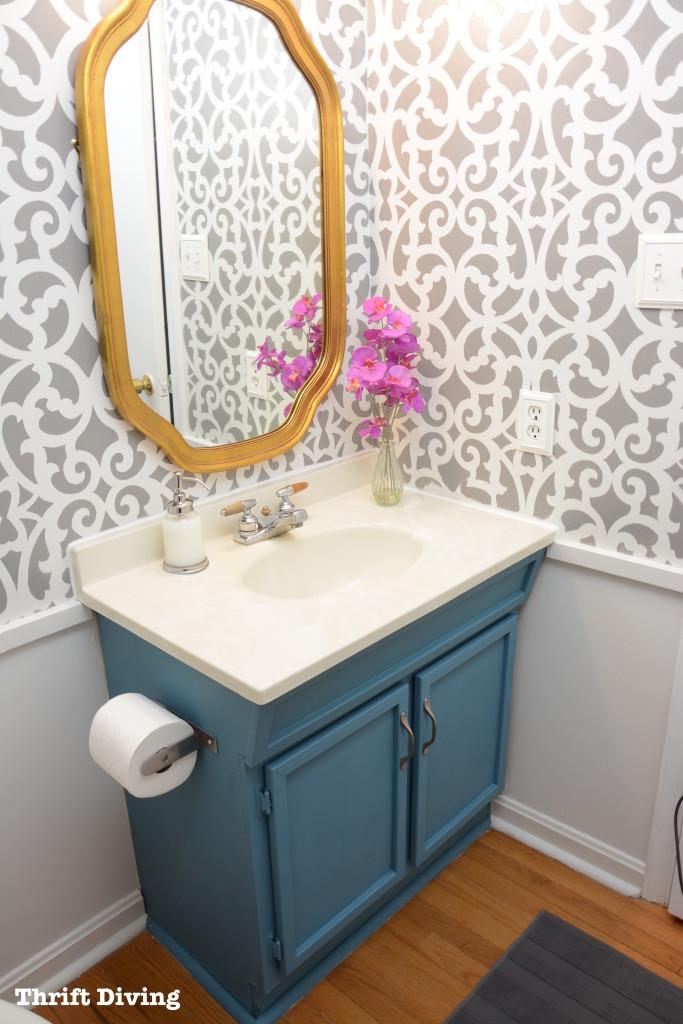 painted-vanity-small-bathroom-tips
