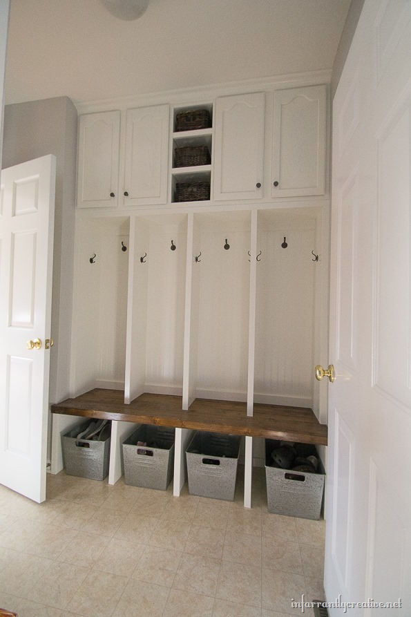 25 real life mudroom and entryway decorating ideas by Hallway lockers for home