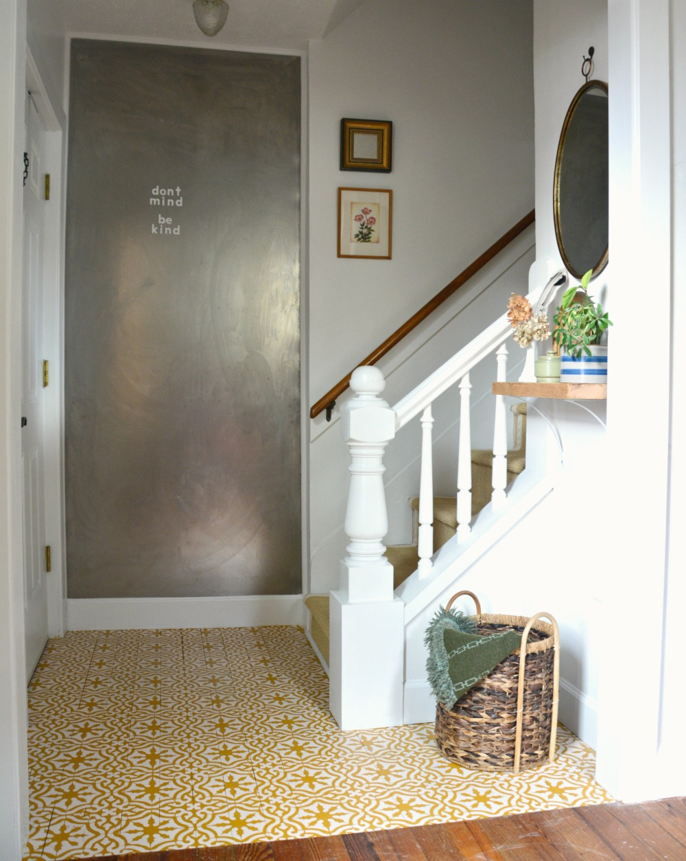 Small Entryway Decorating Idea