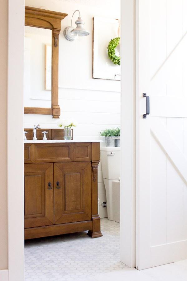 10 Gorgeous Farmhouse Bathroom Renovations