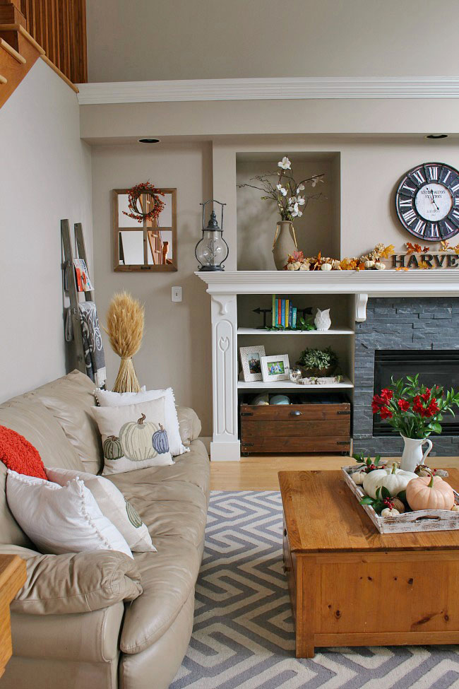 FAMILY ROOM FALL DECOR BY CLEAN AND SCENTSIBLE