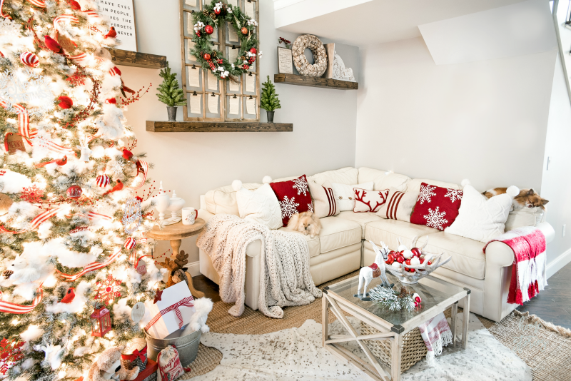 Christmas family room classic red and white christmas