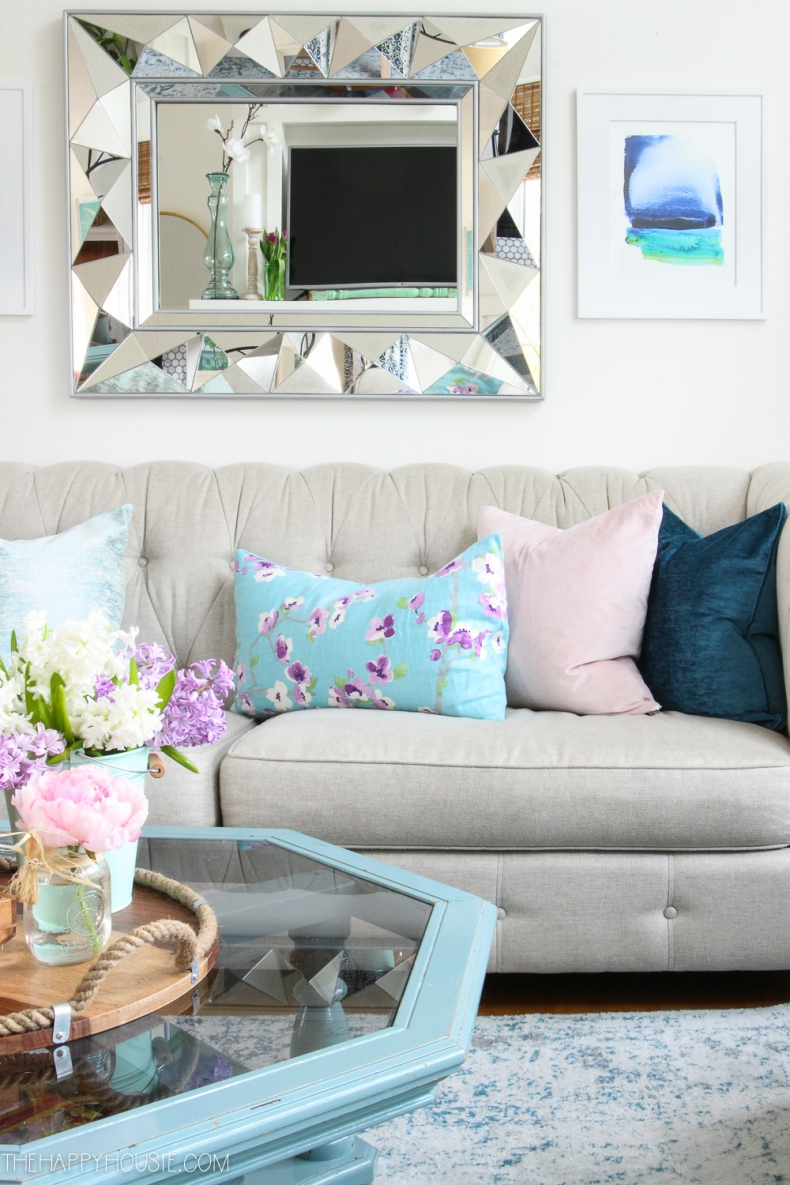 10 beautiful spring home tours for Spring living room decorating ideas