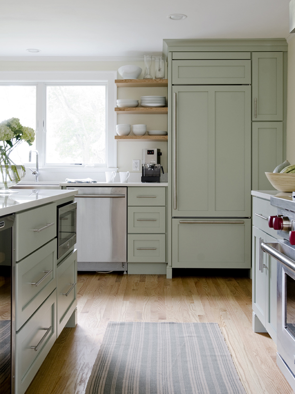 painting kitchen cabinet white in the green wall | 20+ GORGEOUS GREEN KITCHEN CABINET IDEAS