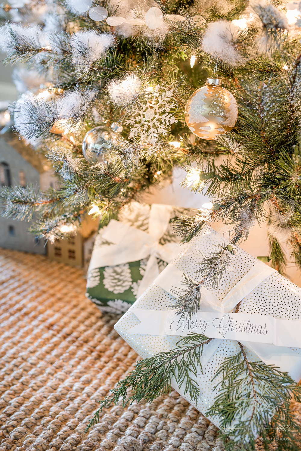 Neutral Christmas Tips for Decorating a Silver and Gold