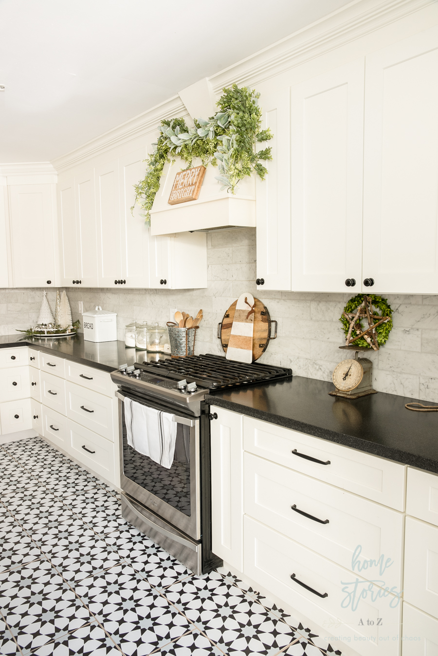 amusing black farmhouse kitchen | Black & White Farmhouse Christmas Kitchen