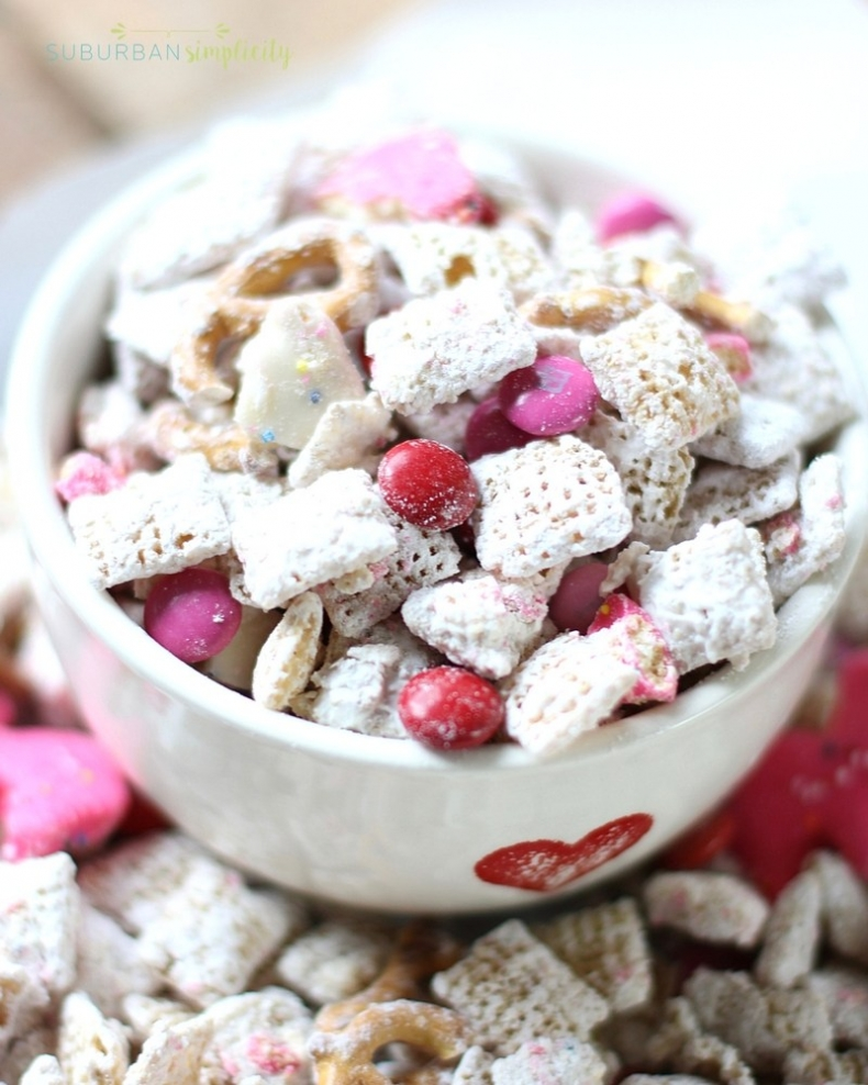 Valentine Treat Recipes - Valentine's Day Puppy Chow by Suburban Simplicity