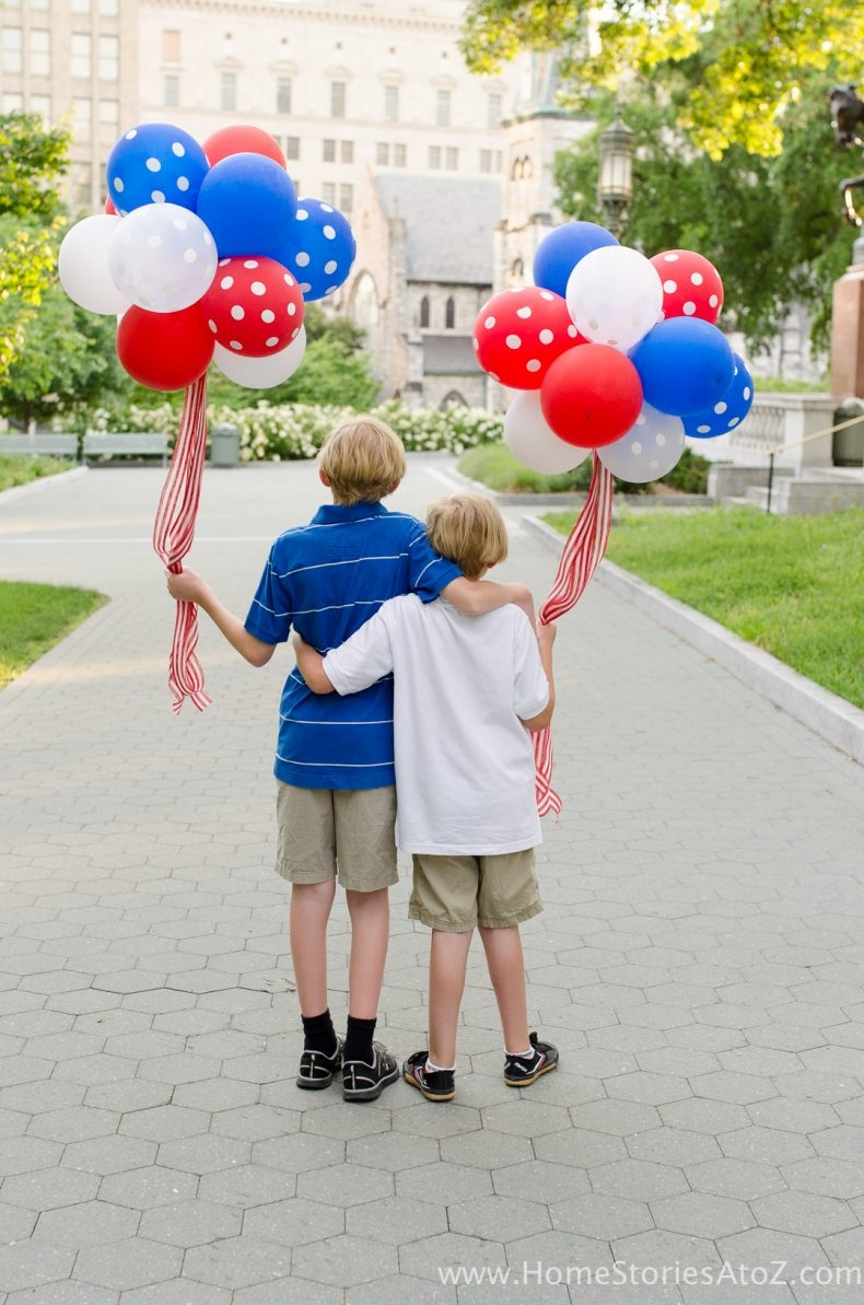 Patriotic Decor for July 4th - How to Make a Balloon Topiary by Home Stories A to Z
