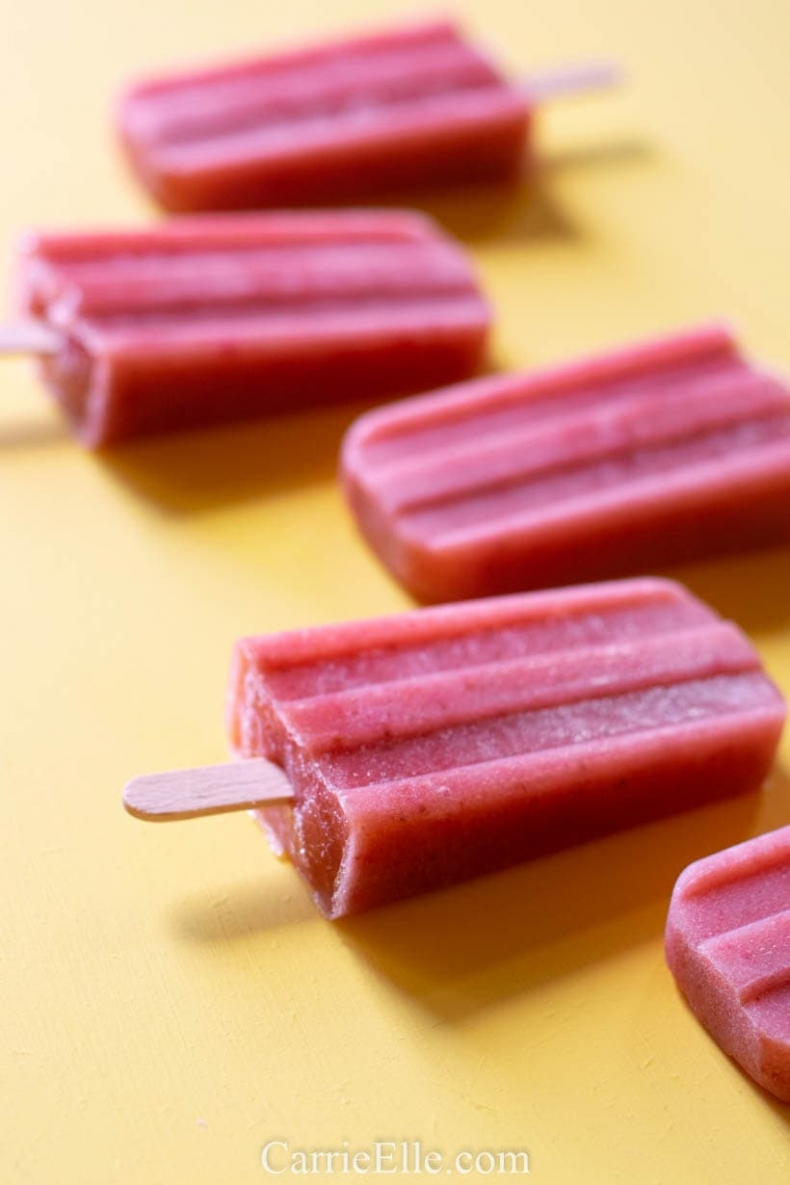 80+ Best Summer Recipes - 21 Day Fix Strawberry Banana Popsicles by Carrie Elle