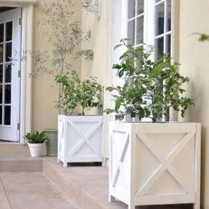 How to Build a Wooden Planter - DIY Criss Cross Outdoor Planter by Centsational Style