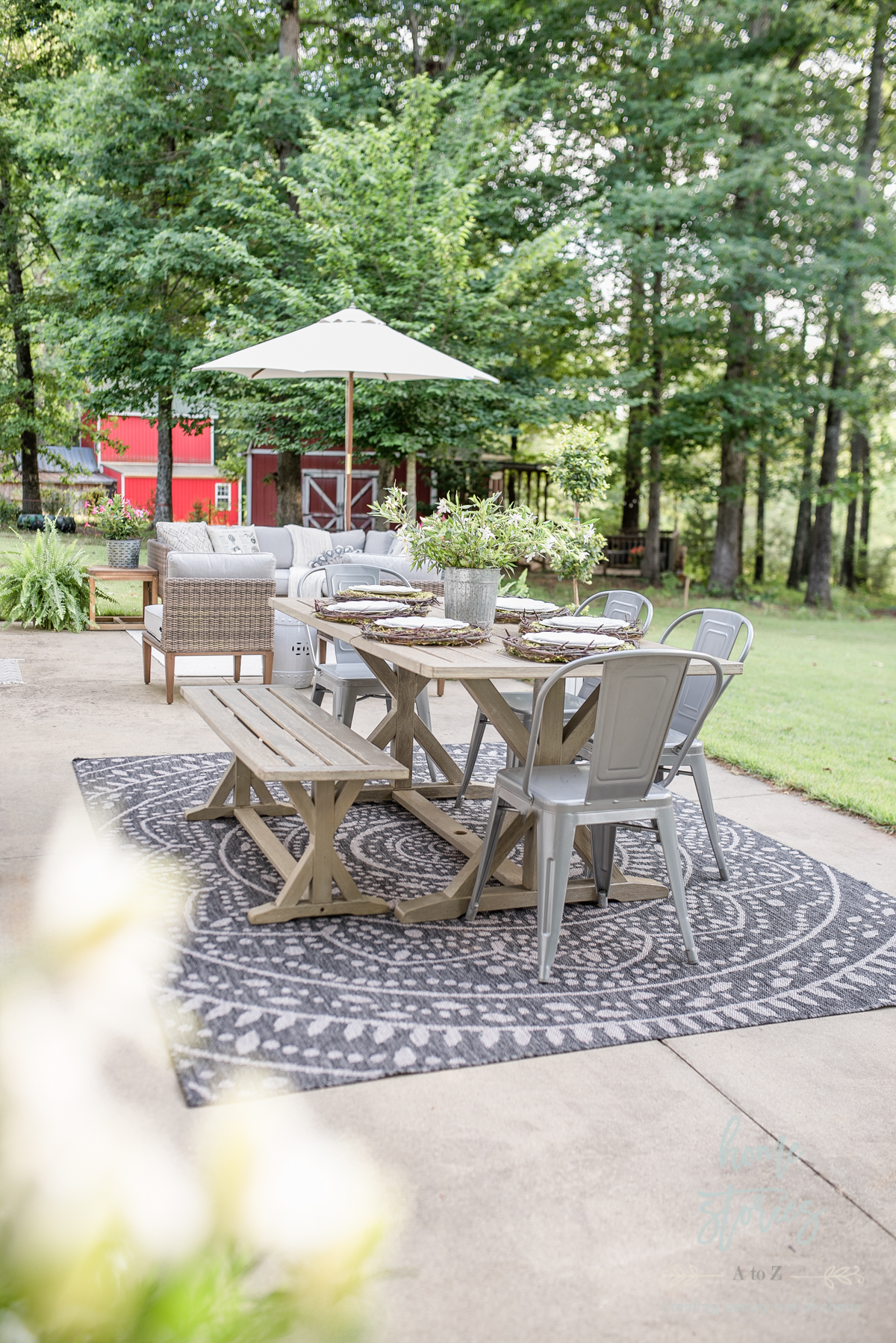 Beautiful Neutral Summer Patio Decorating Ideas and Tips