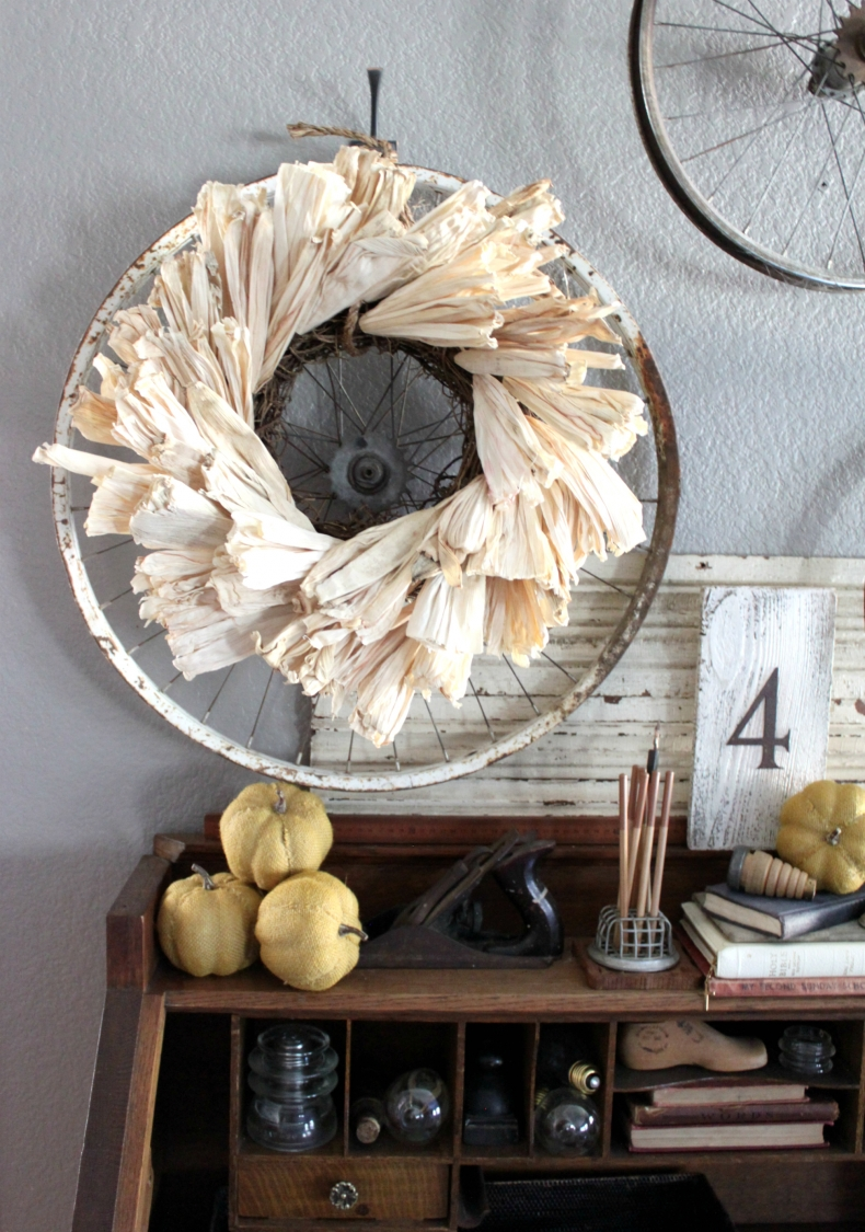 20 DIY Fall Wreath Ideas - DIY Rustic Corn Husk Wreath by An Inspired Nest