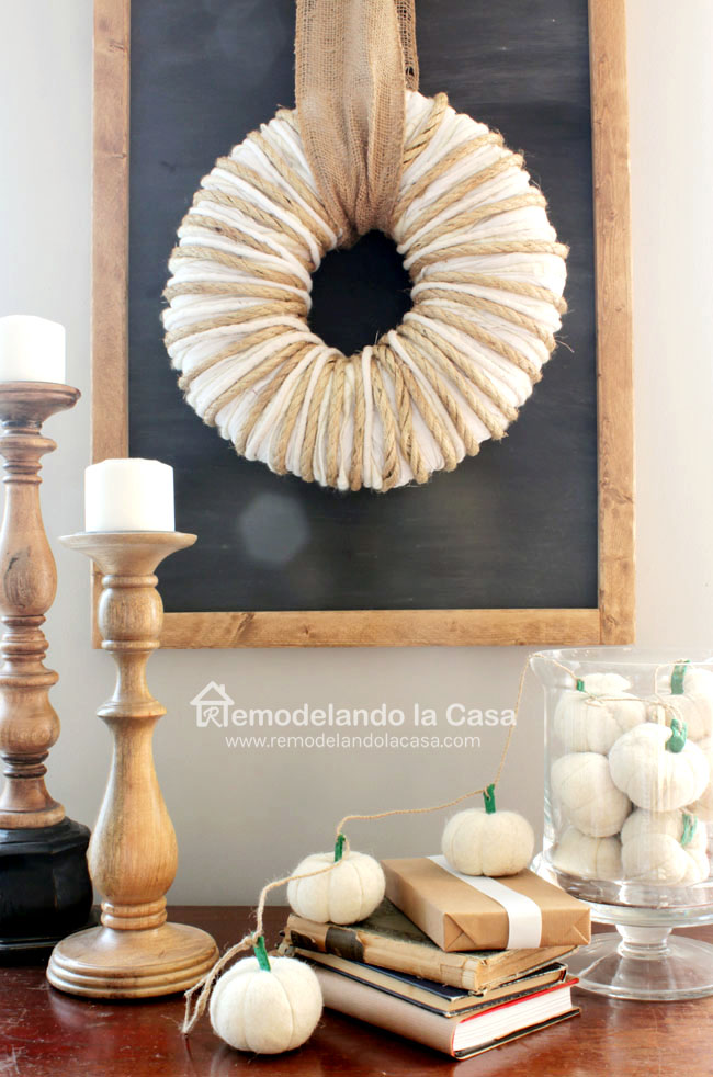 20 DIY Fall Wreath Ideas - Yarn Wrapped Wreath by Remodelando de Casa