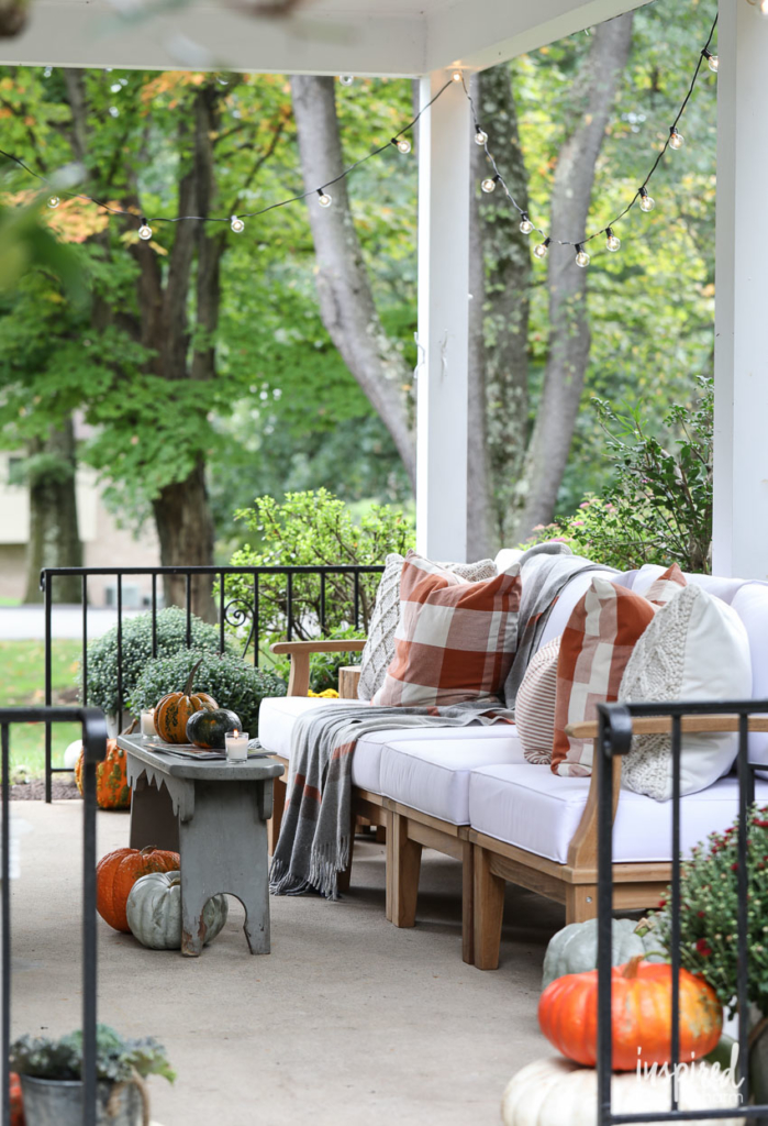 15 Traditional Fall Porch Decor Ideas
