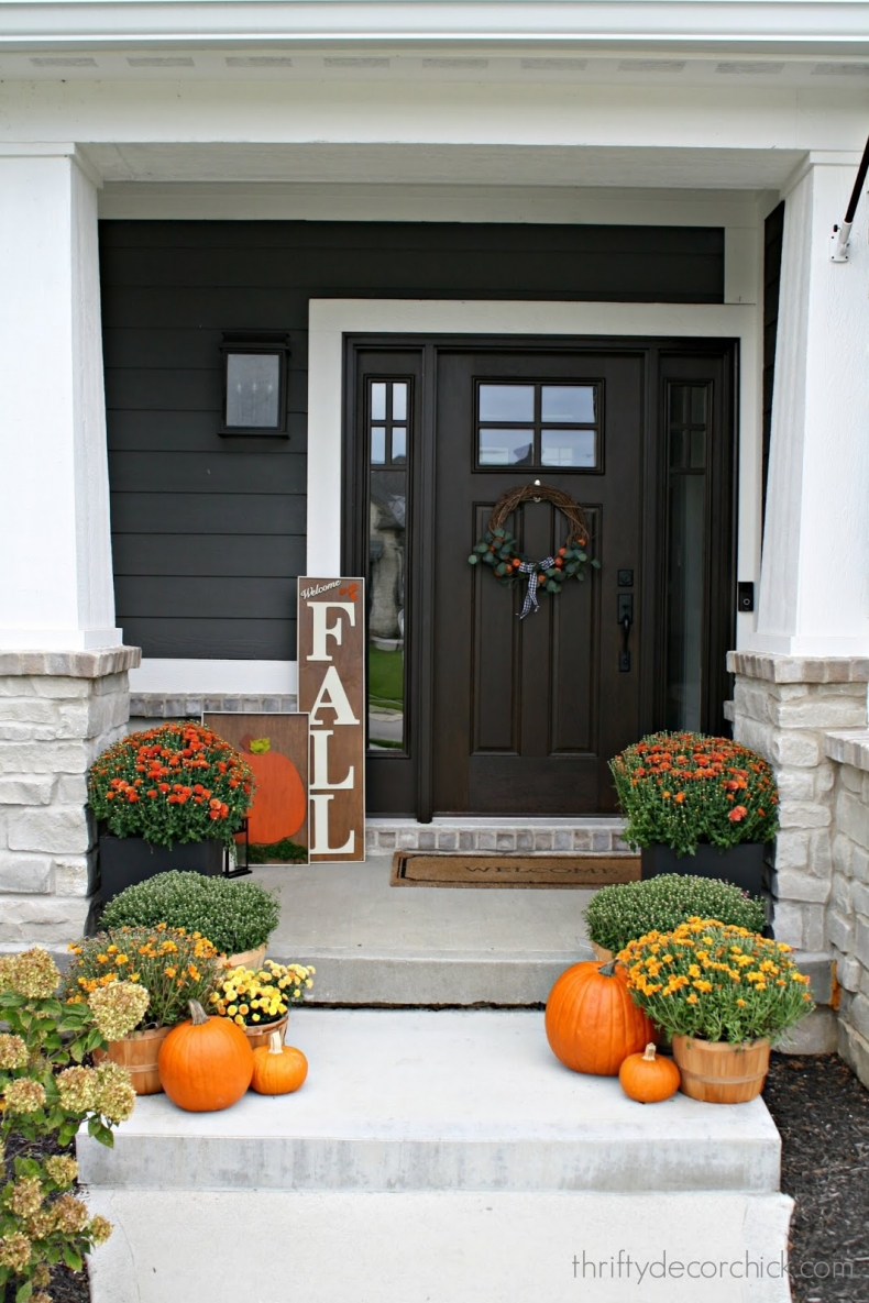 Traditional Fall Porch Decor Ideas - Modern Craftsman Fall Porch by Thrifty Decor Blog