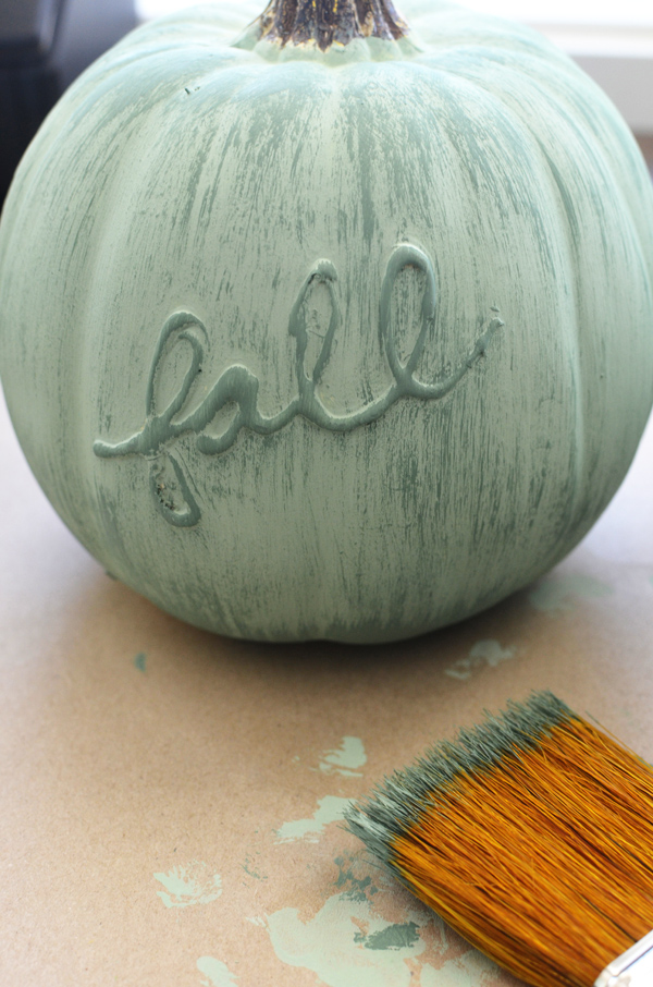 DIY Pumpkin Painting Ideas - Chalk Painted Fall Pumpkin by The Proect Girl