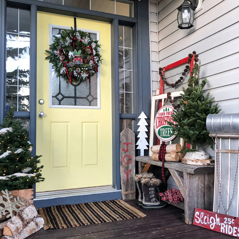 Beautiful Christmas Porch Ideas - Classic Christmas Front Porch by A Pretty Life