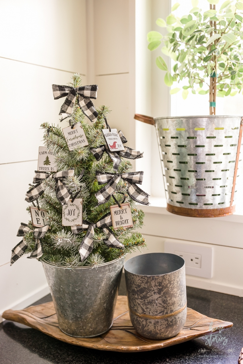 Beautiful and Easy Christmas Decor Ideas - Buffalo Checked Christmas Tree by Home Stories A to Z