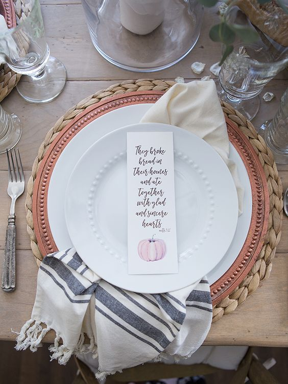 Thanksgiving Place Setting Ideas - Fall Printables for your Table by Ella Claire